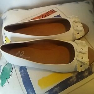 A2 by Aerosoles white flat shoes size 7.5 NWOT